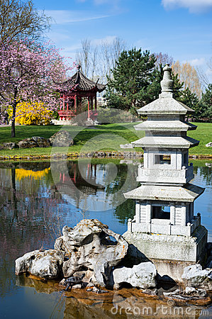Free Stone Pagoda In Chinese Garden Royalty Free Stock Images - 39262869