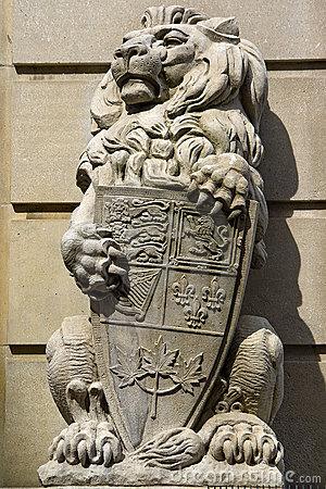 Free Stone Royal Lion Statue Stock Images - 13603474