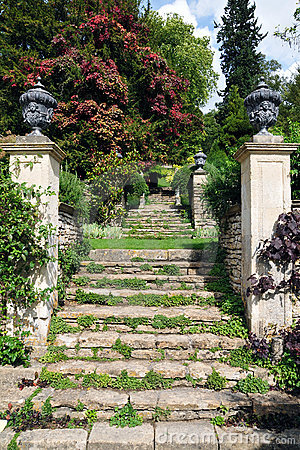 Free Stone Steps In A Formal Garden Stock Photos - 19640173