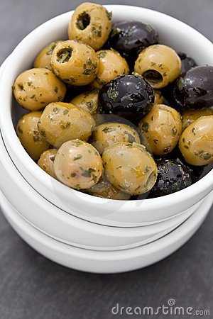Stoned green and black olives