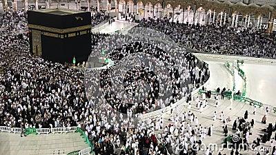 Stop motion des pèlerins musulmans effectue la cirambulation de la pierre noire ou de la Kaaba à La Mecque, Arabie Saoudite banque de vidéos