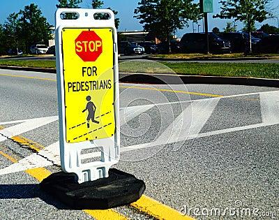 Stoppa för gångarevägkorsning tecken