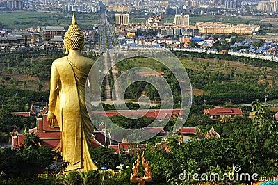 Stor Buddha staty, Jinghong, Kina Redaktionell Foto