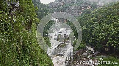 Stora tropiska vattenfall arkivfilmer
