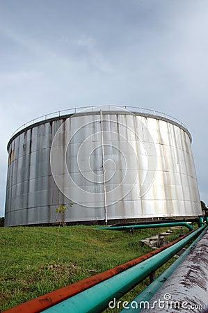 Storage tank of crude oil