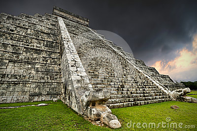 Storm at Kukulkan pyramid