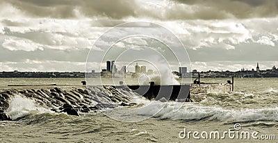 Stormachtig weer dichtbij overzees