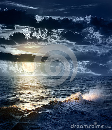 Free Stormy Sea At Night With Dramatic Sky And The Big Moon Royalty Free Stock Images - 35169639
