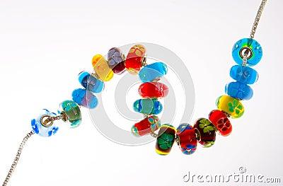 Stränga av exponeringsglas pryder med pärlor