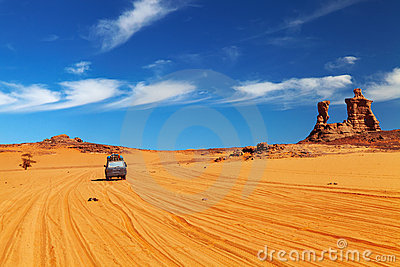 Strada nel deserto di Sahara