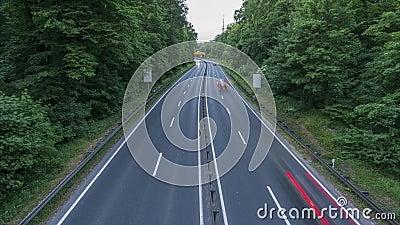 Strada principale A37 e traffico al crepuscolo, colpo di lasso di tempo germany Bassa Sassonia archivi video