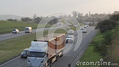 Strada Sudafrica della strada dell'autostrada senza pedaggio e del N2 di Timelapse delle automobili video d archivio