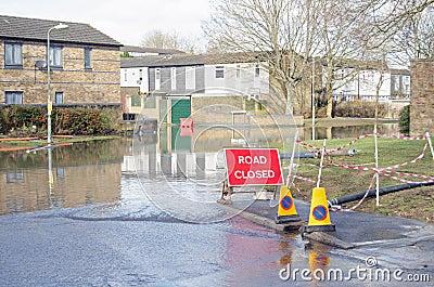 Straße geschlossen durch die Überschwemmung, Basingstoke Redaktionelles Stockbild