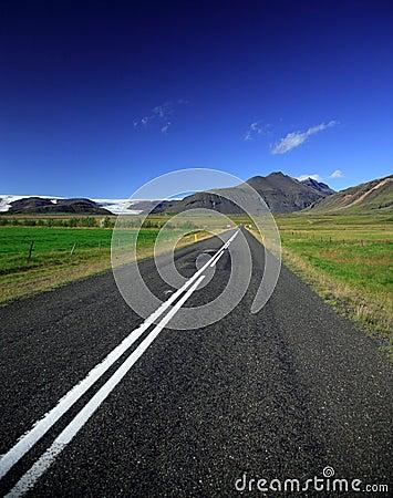 Straight road to the glacier