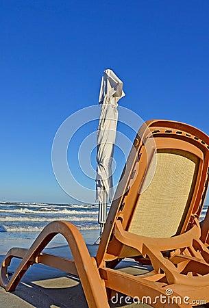 Strand und Stuhl
