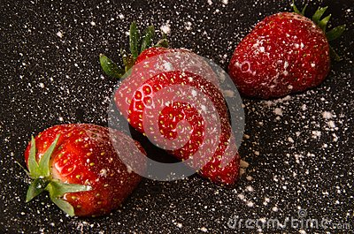 Strawberries with icing sugar