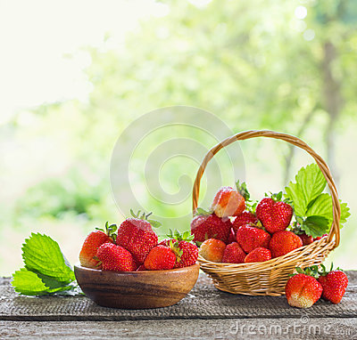 Free Strawberries In Baskets On Wooden Table Outdoor Royalty Free Stock Photos - 95570278
