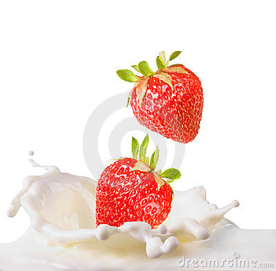 Free Strawberries & Milk Royalty Free Stock Image - 5064116