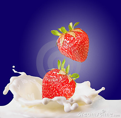 Free Strawberries & Milk Royalty Free Stock Photo - 5387145