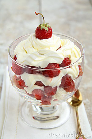 Free Strawberries With Whipped Cream Stock Photo - 16083600