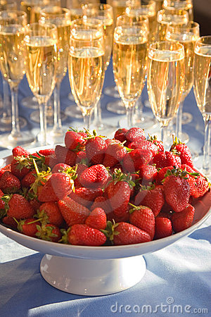 Free Strawberry And Wine Stock Image - 4192041