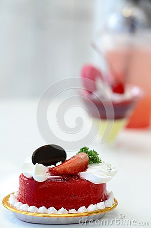 Free Strawberry Cake Stock Image - 99570421