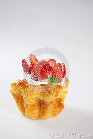 Free Strawberry Cake On White Background With Vertical Shoot Stock Image - 40373511
