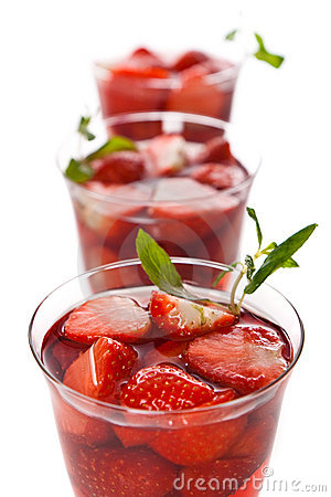 Strawberry cocktail with pink wine