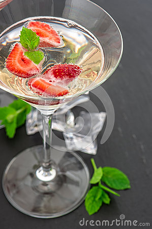 Free Strawberry Cocktail With Berry. Sparkling Wine And Fresh Fruits Stock Photo - 60368790