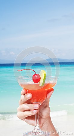 Free Strawberry Daiquiri Cocktail In Woman`s Hand At The Beach Restaurant Royalty Free Stock Image - 103398746