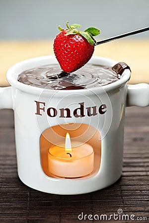 Bon anniversaire Aleph... Strawberry-dipped-chocolate-fondue-12732369