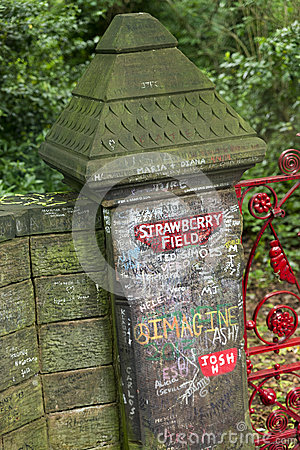Free Strawberry Field Gates In Liverpool Royalty Free Stock Photos - 41808758
