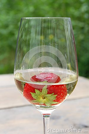 Free Strawberry In A Glass Of Biological White Wine Royalty Free Stock Photo - 33771985