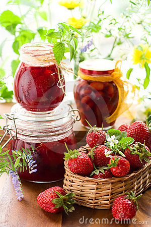 Free Strawberry Jam And Fresh Strawberries Stock Image - 13974881