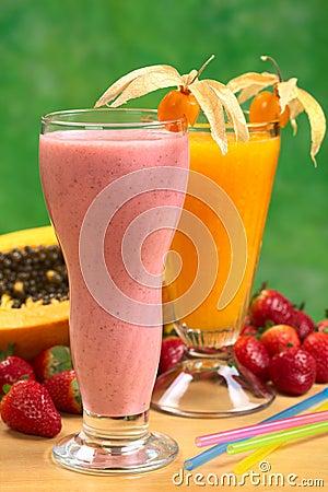 Free Strawberry Milkshake And Papaya Juice Royalty Free Stock Photos - 20714968