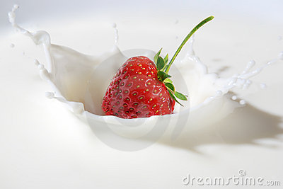 Strawberry splashing into milk