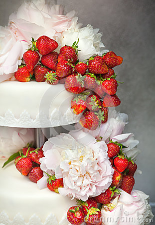 Strawberry wedding cake with floral decorations