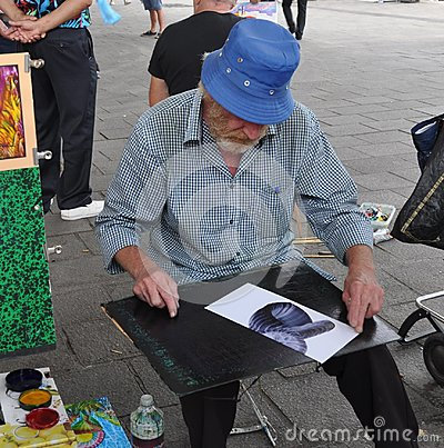 Free Street Artist Is Trying To Make A Living Royalty Free Stock Photos - 98481158