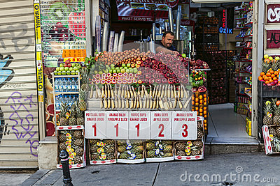 Street food: turkish fruits juice Editorial Image