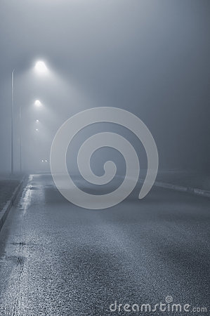 Free Street Lights, Foggy Misty Night, Lamp Post Lanterns, Deserted Stock Photo - 44237290