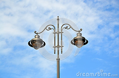 Streetlight pole with 2 lamps in the center
