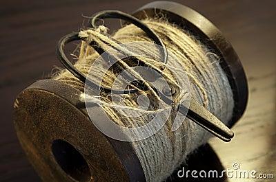 String bobbin with scissors
