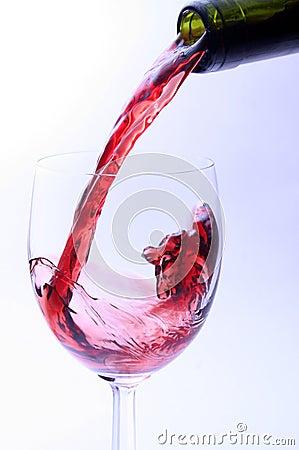 Strömender Rotwein