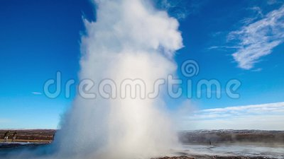 Strokkur geysir uitbarsting stock footage
