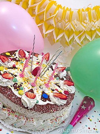 Free Strowberry Birthday Cake Royalty Free Stock Images - 732059