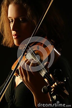 Mani Del Violinista Degli Strumenti Musicali Del Violino Fotografia Stock - Immagine: 28533460 - strumenti-musicali-che-giocano-il-primo-piano-del-violino-46980861