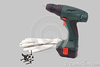 Strumento elettrico dello screwdriwer con i guanti e le viti
