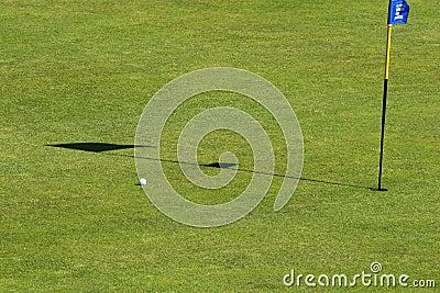Sätt spela golfboll i hål