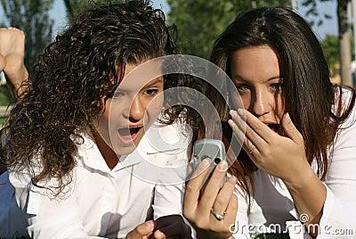 Stöt tonår för celltelefon