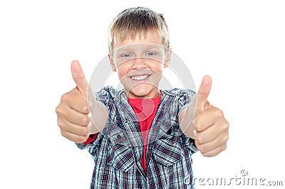 Student die dubbele duimen omhoog opvlamt